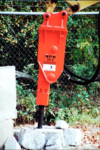 NPK GH2 hydraulic hammer on Cat mini excavator (1).JPG