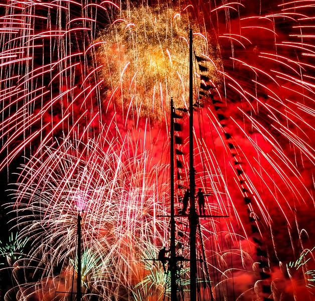 FireworkRed4sm-.jpg