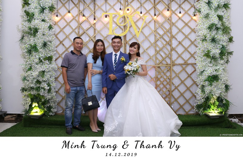 Trung-Vy-wedding-instant-print-photo-booth-Chup-anh-in-hinh-lay-lien-Tiec-cuoi-WefieBox-Photobooth-Vietnam-072.jpg