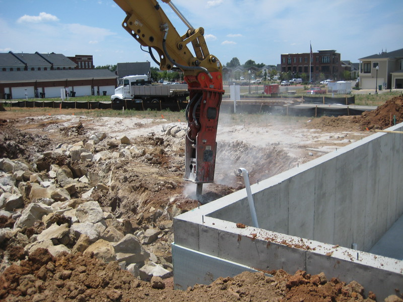 NPK GH9 hydraulic hammer (sn 91377) on Cat excavator (3).jpg