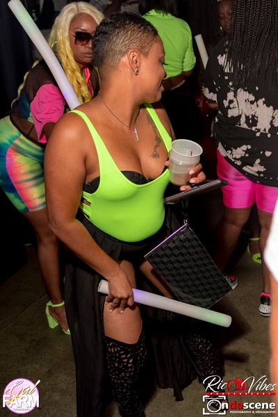 GAL FARM THURSDAYS PRESENTS IT'S GLOW NEON EDITION-84.jpg