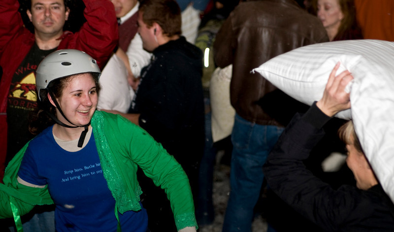 VDay_PillowFight_20080214_0010.jpg