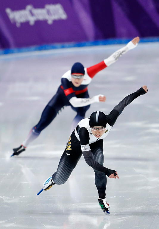 . Gold medalist and new Olympic record holder Japan\'s Nao Kodaira, front, and silver medalist Karolina Erbanova of the Czech Republic compete in the women\'s 500 meters speedskating race at the Gangneung Oval at the 2018 Winter Olympics in Gangneung, South Korea, Sunday, Feb. 18, 2018. (AP Photo/John Locher)