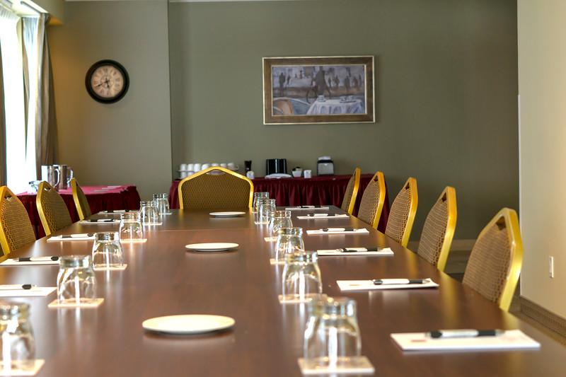 Brossard_Champlain Meeting Room 4.jpg