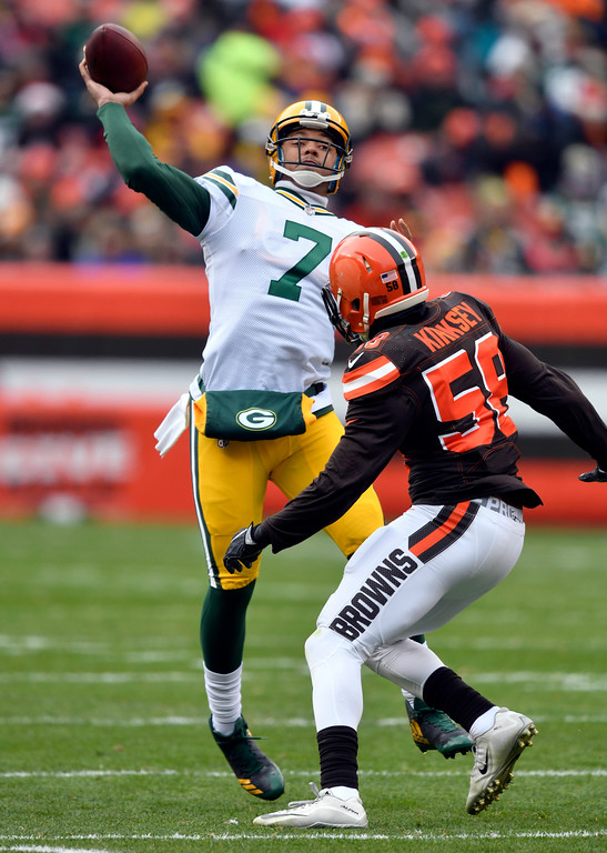 . Green Bay Packers quarterback Brett Hundley (7) passes against Cleveland Browns inside linebacker Christian Kirksey (58) in the first half of an NFL football game, Sunday, Dec. 10, 2017, in Cleveland. (AP Photo/David Richard)