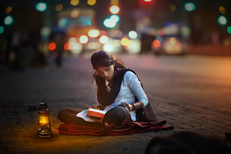 Mumbai-reads-a-school-girl-studies-under-street-lights.png