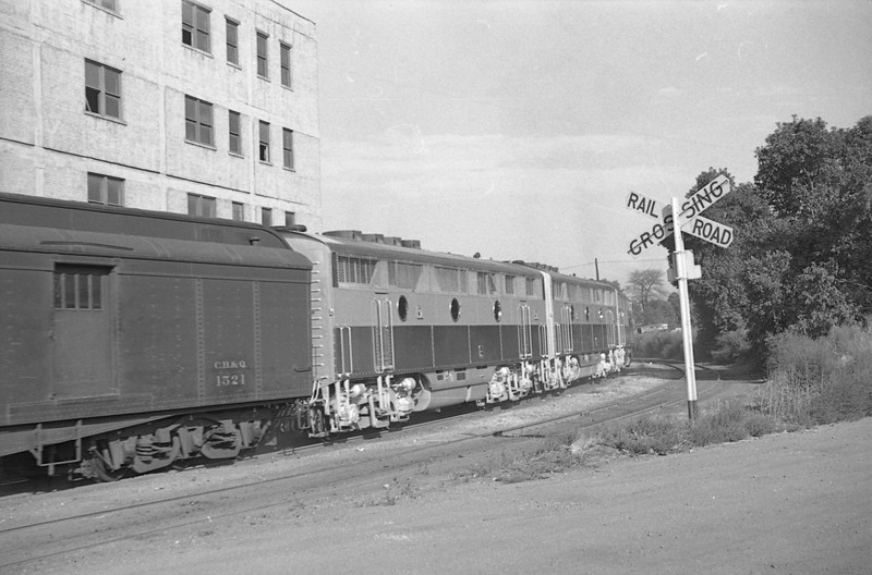 WP_F3_803-with-train_Salt-Lake-City_Sep-5-1947_007_Emil-Albrecht-photo-0226-rescan.jpg