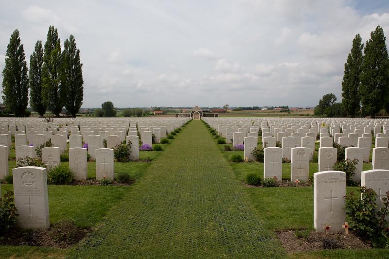 Ypres Tyne Cot Cemetery (41 of 123).jpg