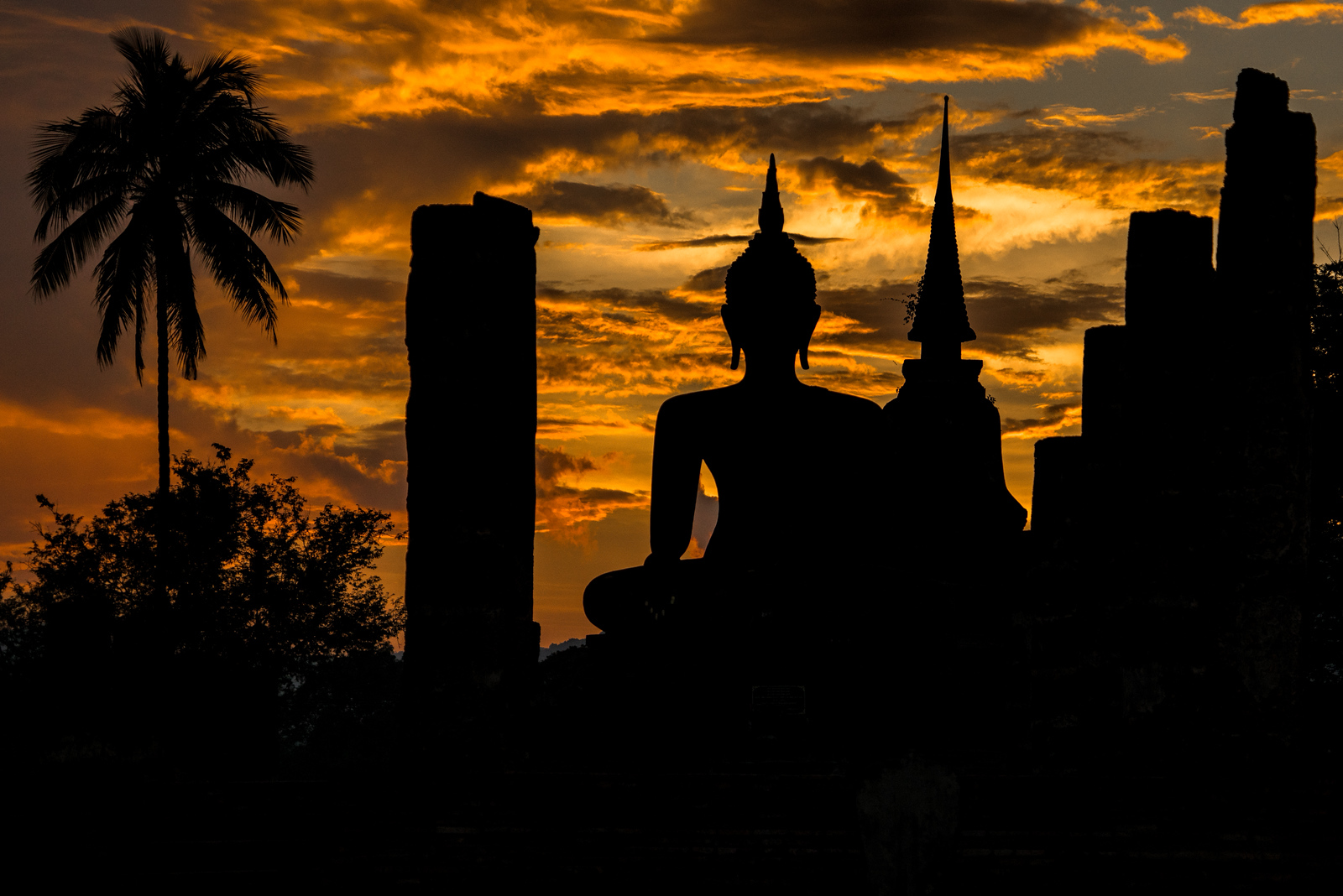 Wat Mahatat Sunset at Sukhothai Historical Park