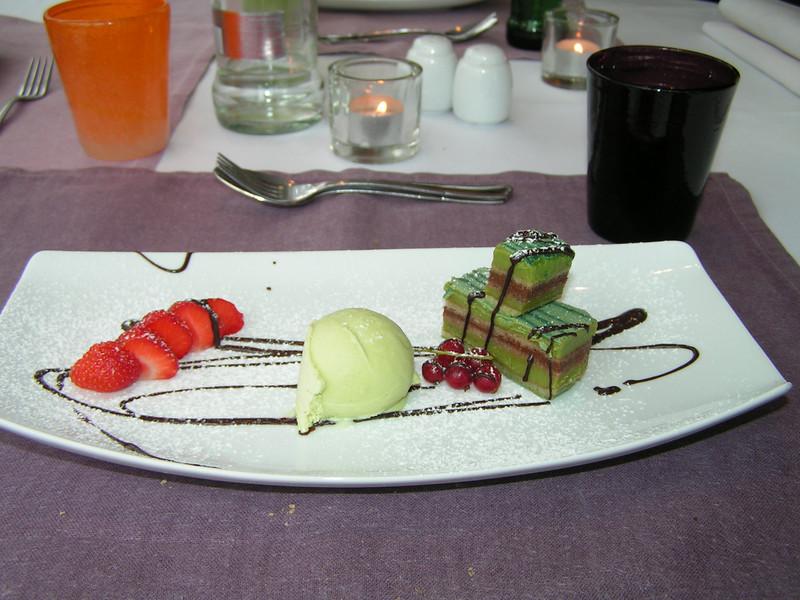 """Dessert van de dag! """"Roomijs van groene thee en een bavarois der van"""" (Lunch-menu 2009-08-13)"""