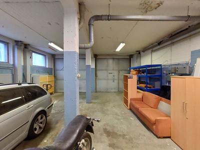 Kalliotie 7 autotalli
