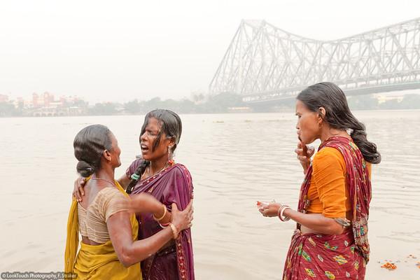 Kolkata - Durga Puja - Riverside rituals