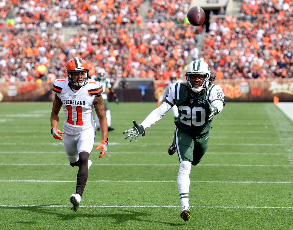 . New York Jets cornerback Marcus Williams (20) can\'t reach the ball after a pass as Cleveland Browns wide receiver Bryce Treggs (11) defends during the first half of an NFL football game, Sunday, Oct. 8, 2017, in Cleveland. (AP Photo/David Richard)