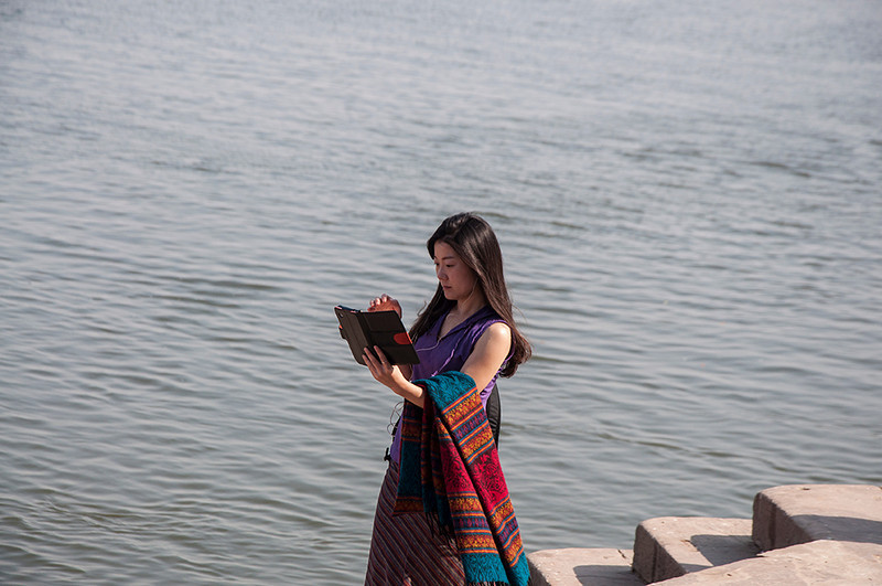 Varanasi-LadyInGhat.jpg