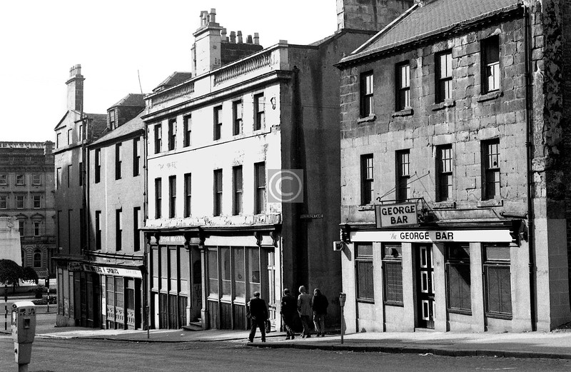 North Frederick St, west side north of George Sq. The building next to the George seems to have been the Glasgow office of the Irish Weekly and Ulster Examiner, a Belfast newspaper which closed in 1982.  
