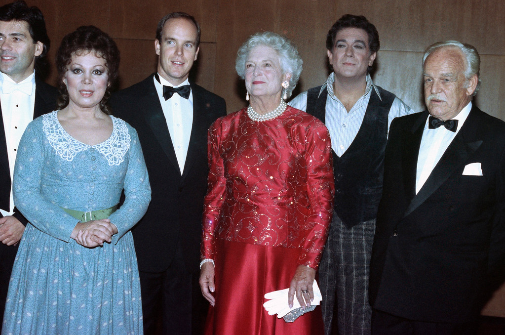 """. Barbara Bush, center visits backstage with the stars of Puccini\'s \""""La Boheme\"""" at the Metropolitan Opera House at Lincoln Center in New York, Monday, Sept. 24, 1990. The stars, Mirella Freni, left, and Placido Domingo, second from right, chat with Mrs. Bush, Prince Rainier of Monaco, right and his son Prince Albert of Monaco. (AP Photo/Chrystyna Czajkowsky)"""