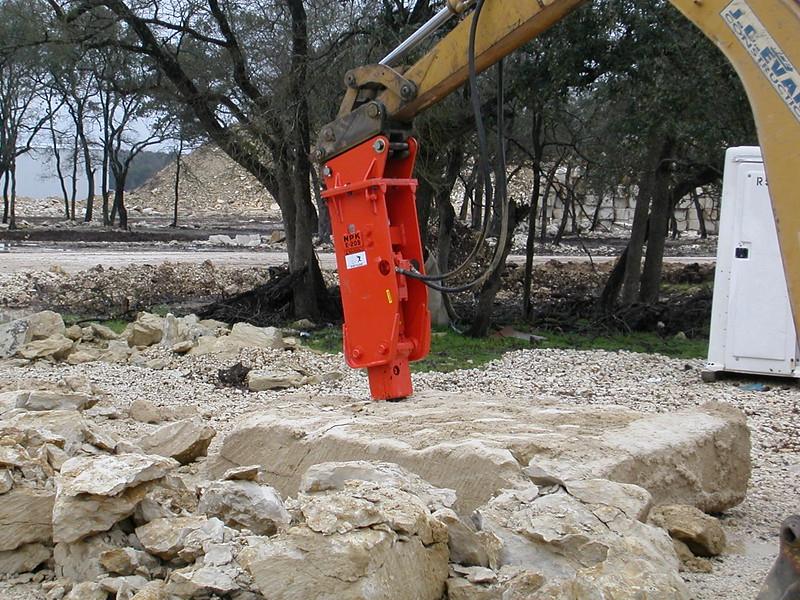 NPK E205 hydraulic hammer on Cat backhoe (11).jpg