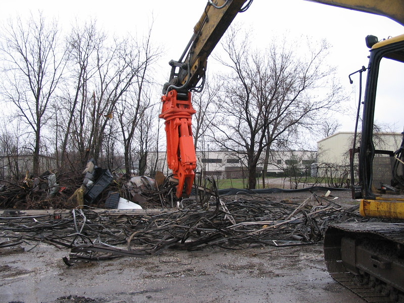 NPK M20K demolition shear on Cat excavator-C&D recycling (11).JPG