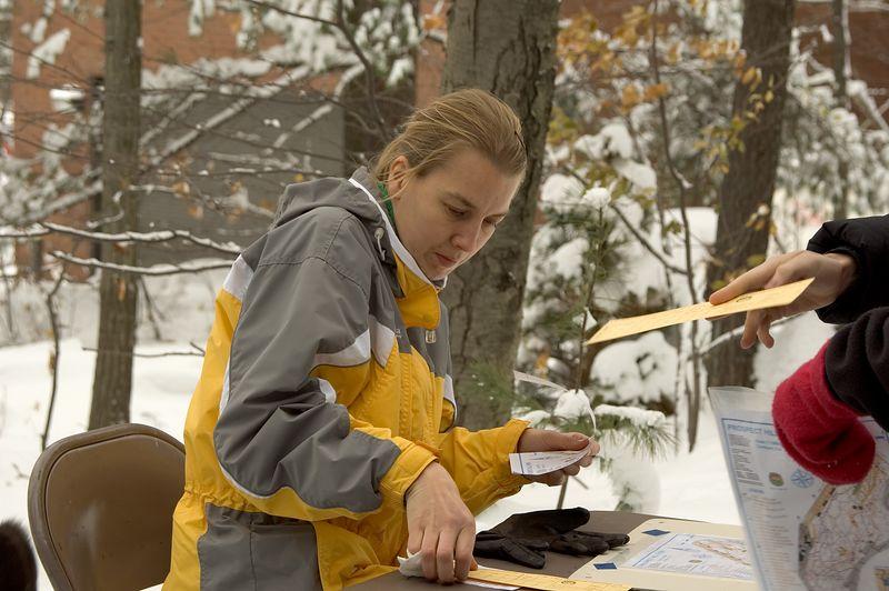 Pia Kivisakk gets ready to run   (Nov 13, 2004, 10:37am)