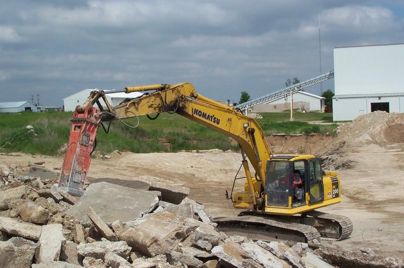 NPK E210 A hydraulic hammer on Komatsu excavator (3).JPG