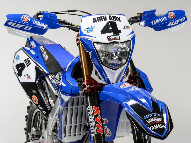 2017_YR_OUTS_detail_WR450F_LARRIEU_005.jpg