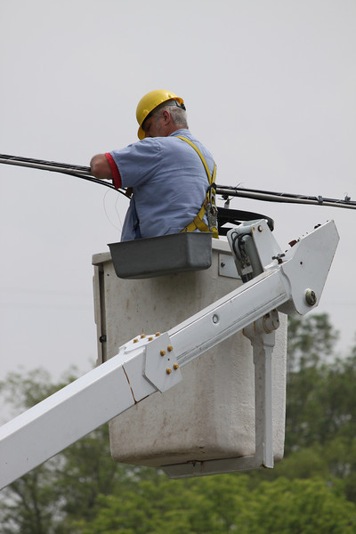PPL Repairing and Replacing Line and Poles, Tower Road, West Penn (5-29-2011)