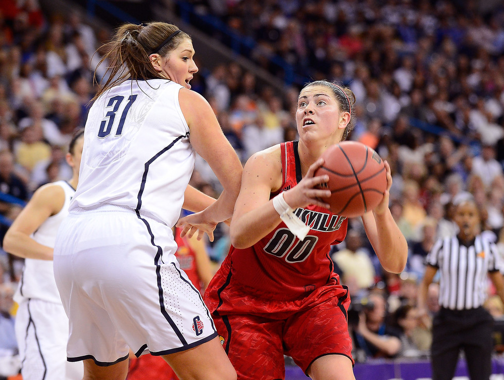 . Sara Hammond #00 of the Louisville Cardinals handles the ball against Stefanie Dolson #31 of the Connecticut Huskies in the first half during the 2013 NCAA Women\'s Final Four Championship at New Orleans Arena on April 9, 2013 in New Orleans, Louisiana.  (Photo by Stacy Revere/Getty Images)
