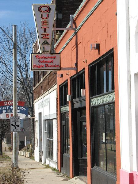 Quetzal Coffeehouse, very close to Sun Studio. Free WiFi, great coffee (they roast their own), good food!
