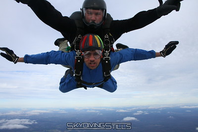 Chico's friends Cassiano and Pedro go skydiving!