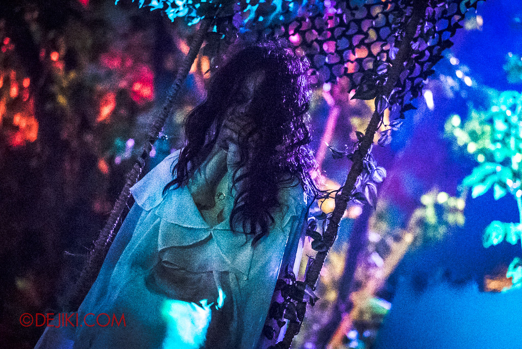 Halloween Horror Nights 6 - Suicide Forest scare zone / Wishing girl swing