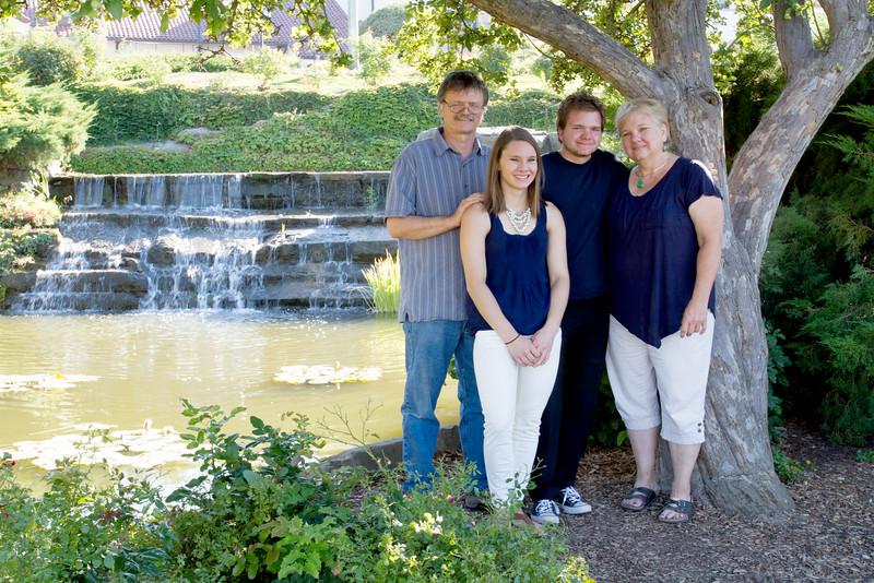 FamilyPortrait_8.20.16_3.jpg