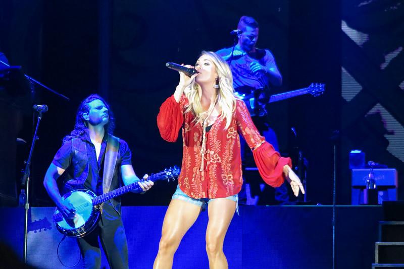 Carrie Underwood-88302.jpg