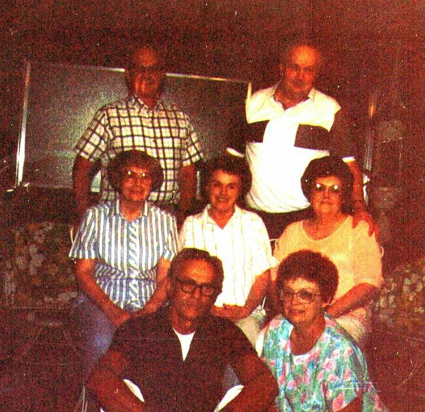 Wayne,Jack,Bonnie,Bette,Joeanne,tom, Maudie.jpg