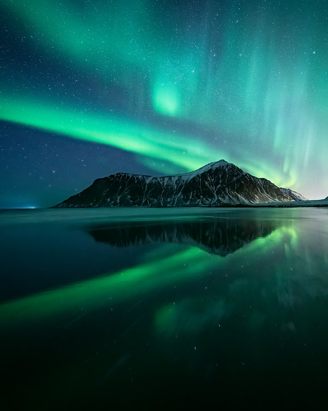 Skagsanden-Auroraflections-copy.jpg