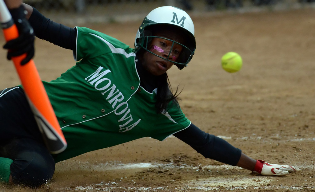 . Monrovia\'s Elise McCarthy scores against La Canada in the first inning of a prep softball game at La Canada High School in La Canada, Calif., on Friday, April 25, 2014.  (Keith Birmingham Pasadena Star-News)