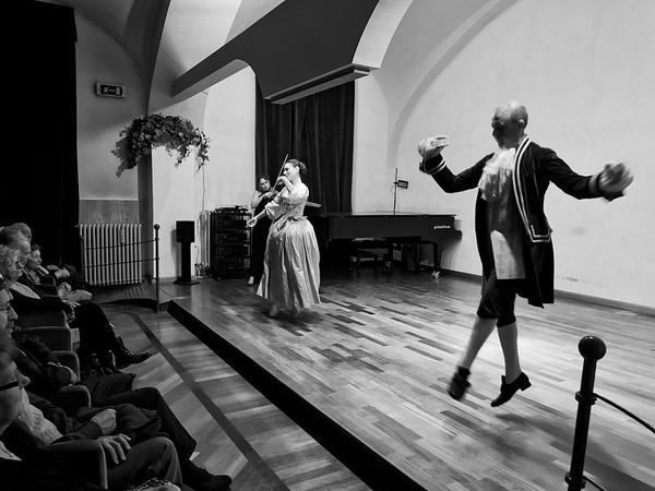 Sonig racconta Bach: Bach e le Danze danzate -  Sala Patrizia, Accademia di Musica, Pinerolo, 4 novembre 2014