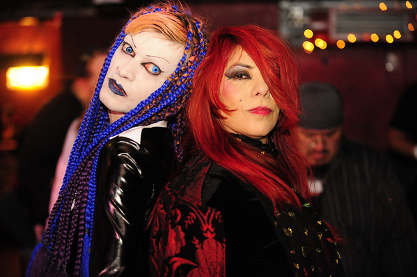 2008-12-20, Felicity & Sadistic at a Club Vodka & Knittng Factory event.