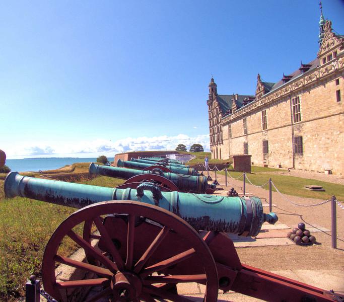 Kronborg Castle cannon.jpg