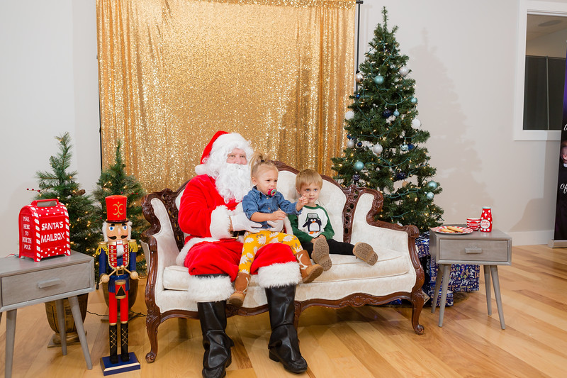 FADS Picture with Santa-299.jpg