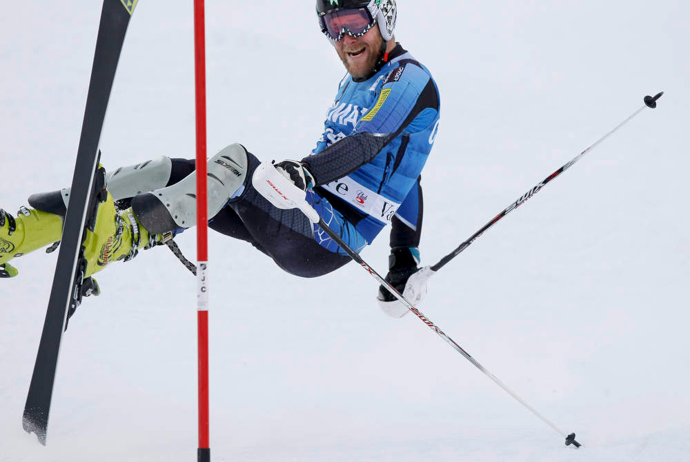 Description of . Krystof Kryzl of the Czech Republic misses a gate during the first leg in the men's World Cup Slalom skiing race in Val d'Isere, French Alps, December 8, 2012.    REUTERS/Robert Pratta