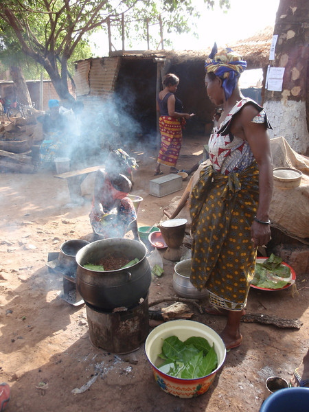 018_Bobo-Dioulasso. Old Quarter of Kibidwe. Cooking a Meal. Part 1.jpg