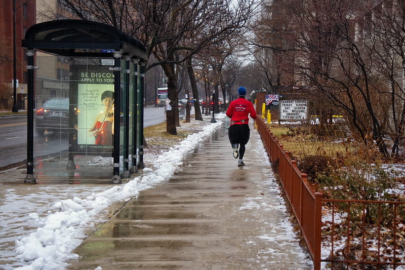 The runner in the wet snow