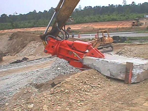 NPK M20G concrete pulverizer on Kobelco excavator-concrete crushing (8).JPG