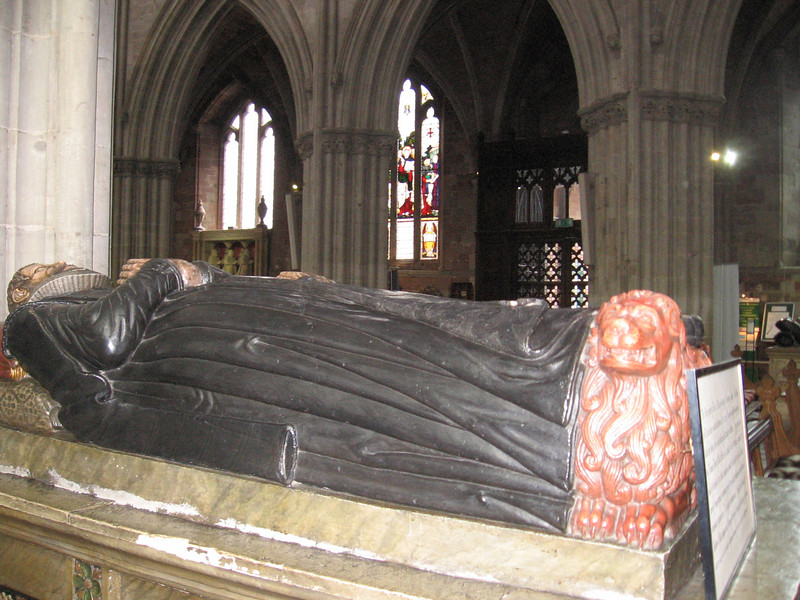 Tomb of Robert Wilde (died January 1607-1608) and his wife Margaret Cooling (died  June 1606), Worcester Cathedral. The loion symbolizes courage.