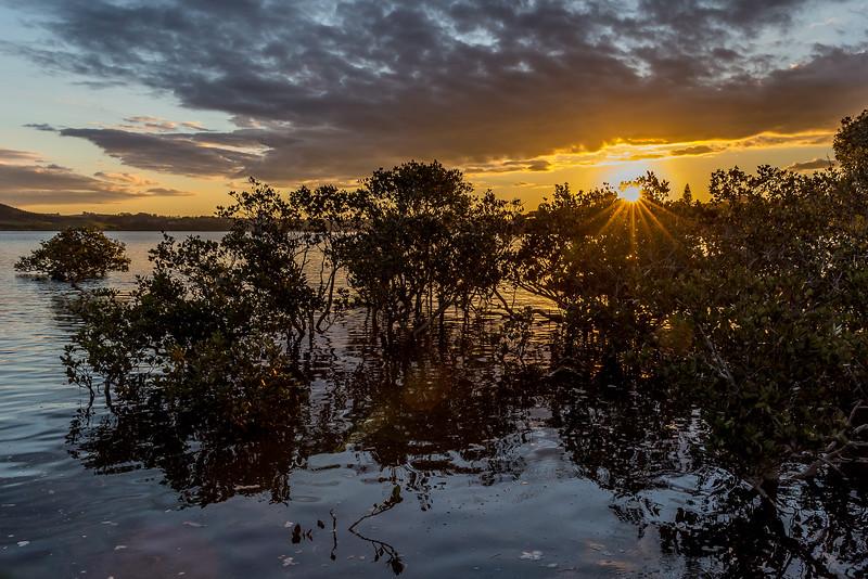 Sonnenuntergang bei Flut auf Aroha Island