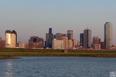 2011-3-19 Super Moon Over Dallas Skyline