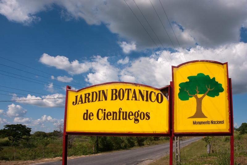 Cuba Cienfuegos Jardin Botanico sign 7108.jpg