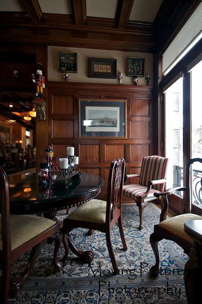 Laurel Court - Quiet corner in billiard room