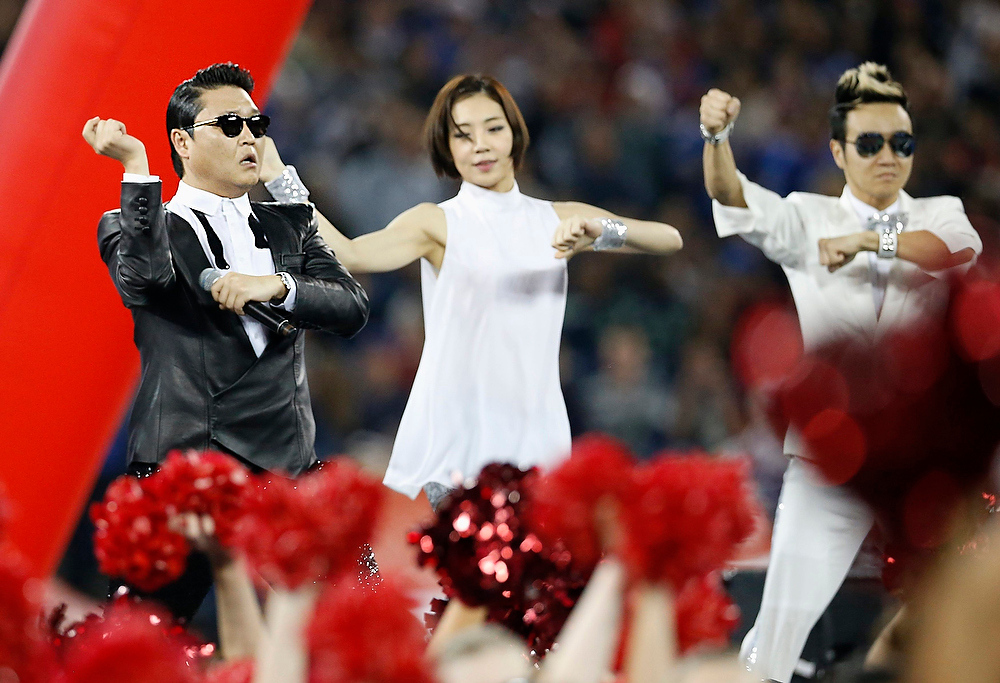 . South Korean singer Psy (L) performs during the half-time show at the NFL football game between the Buffalo Bills and the Seattle Seahawks in Toronto, December 16, 2012. REUTERS/Mark Blinch