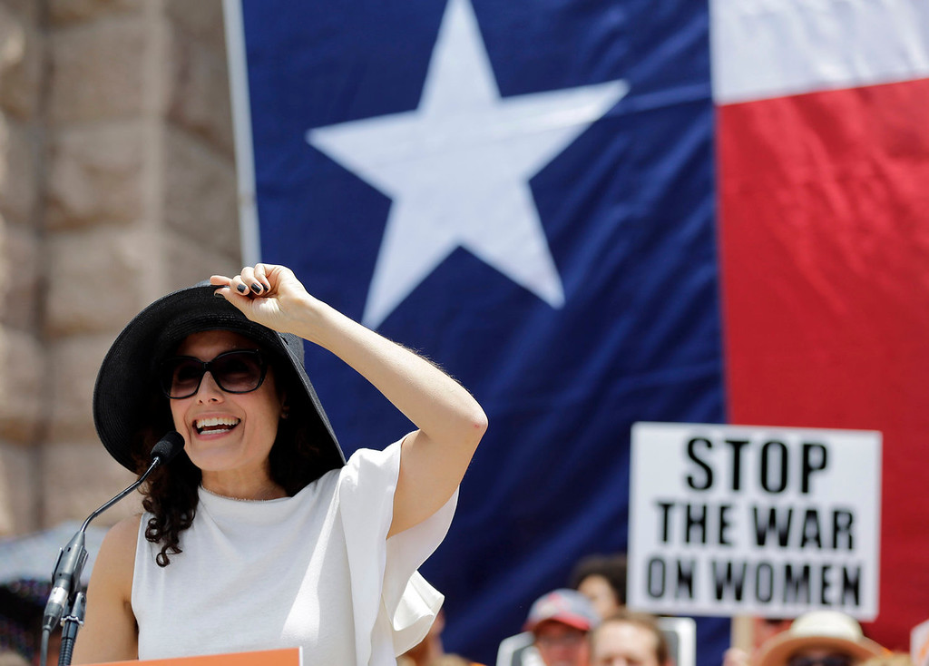 . Actress Lisa Edelstein speaks during a rally supporting abortion rights outside the Texas Capitol, Monday, July 1, 2013, in Austin, Texas. The Texas Senate has convened for a new 30-day special session to take up contentious abortion restrictions bill and other issues. (AP Photo/Eric Gay)